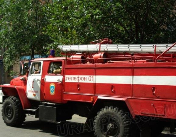 Пожар произошел сегодня, 23 мая, днем. Загорелось двухэтажное здание, в котором когда-то располаг