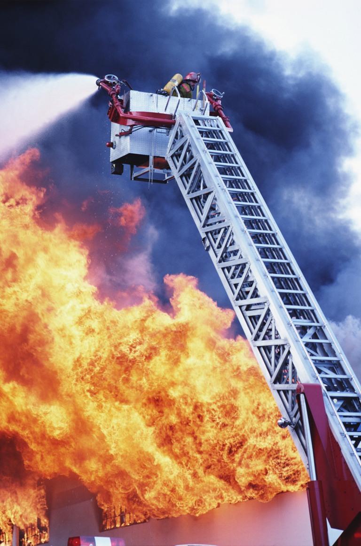 В квартире выгорел оконный блок и уничтожена вся мебель. Предположительно причиной пожара была не
