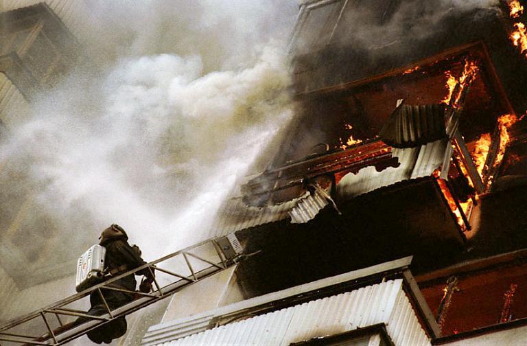 Это произошло в пятницу, 26 августа. Пожар случился около 11 утра в квартире на четвертом этаже п