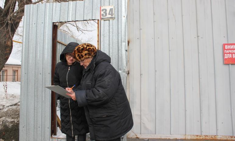 Жители поселка Никольская роща поблагодарили главу Калининского района Сергея Колесника за быстру
