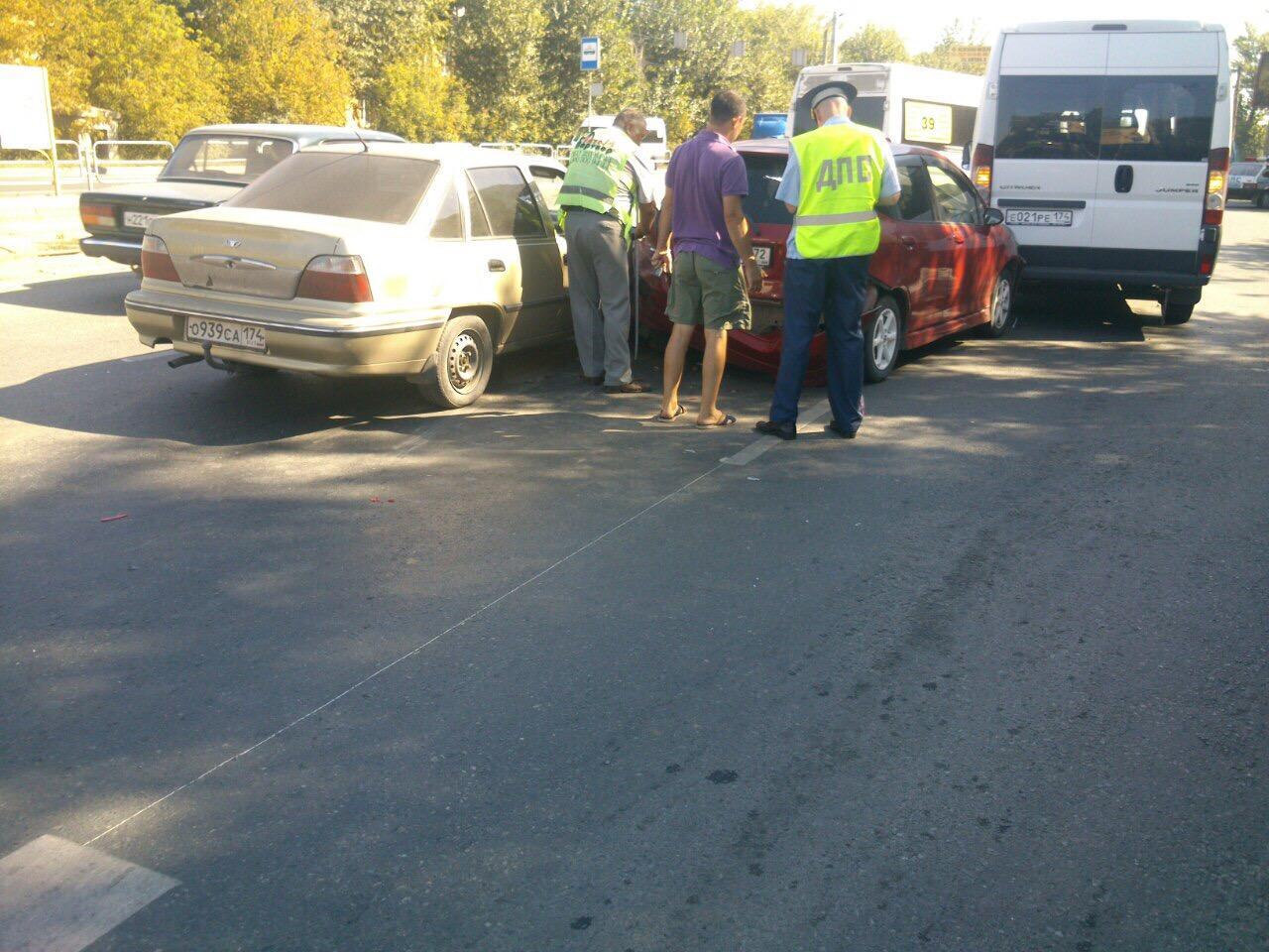 Авария произошла утром 16 августа в Калининском районе на проспекте Победы возле дома 127. «В