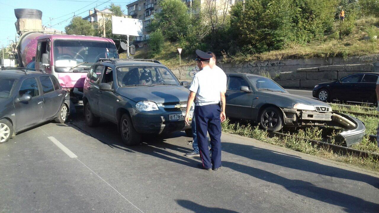 Как сообщили агентству «Урал-пресс-информ» в ГИБДД города, авария произошла около 18 часов на про