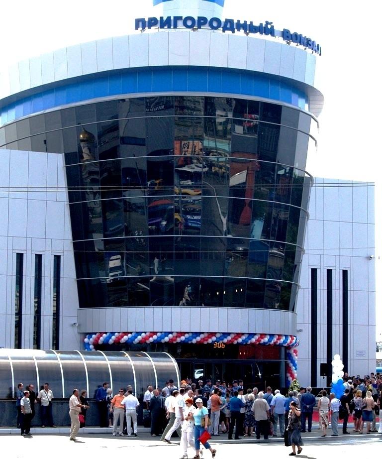 Пригородный вокзал на станции Челябинск открылся 31 июля 2007 года. Это совместный проект Южно-Ур