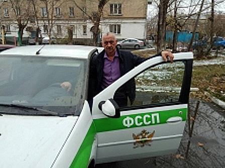 Сотрудник службы судебных приставов по городу Коркино (Челябинская область) чуть не попал в авари