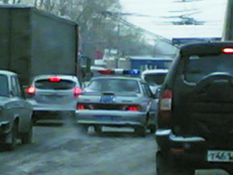 ЧП произошло в первой половине дня на улице Труда недалеко от автодороги Меридиан. Проезжая часть