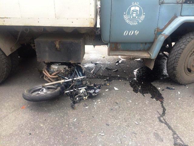 В результате ДТП водитель мотоцикла и его пассажирка с многочисленными травмами бы