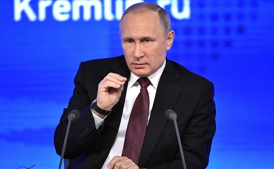 Об этом глава государства говорил, отвечая на вопрос журналистки о строительстве чиновниками вызы