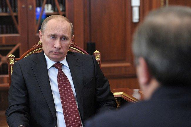 Как сообщает пресс-служба Кремля, на рабочей встрече министра и президента обсуждалась ситуация в