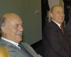 Возглавить структуру он предложил кинорежиссеру Станиславу Говорухину, сообщает РБК.