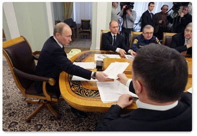 «Наши специалисты больше 10 часов сидят в Хабаровске, потому что японцы не принимают самолёт, - с