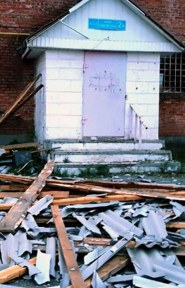 Шквалистый ветер повредил крыши девяти объектов в Челябинской области. Один человек получил травм