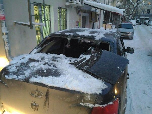 «Тот же дом... Проспект Ленина, 61, где рухнул балкон. Сегодня на мою машину упала