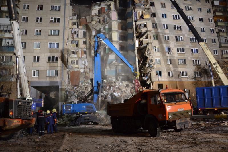 В Магнитогорске доставили в больницу найденного при разборе завалов одиннадцатимесячного мальчика