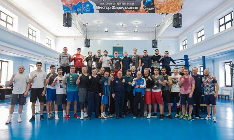 Сборная команда Челябинской области по боксу провела заключительный этап подготовки к стартующему