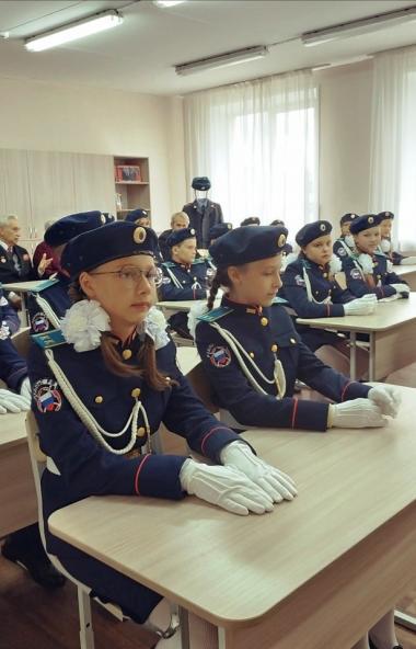 В Челябинске будущих стражей порядка растят со школьной скамьи - сегодня, второго сентября, в 75-