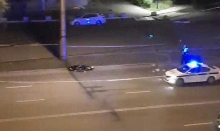 В Челябинске водитель мотоцикла, уходя от преследования экипажей ДПС, столкнулся с такси. От полу