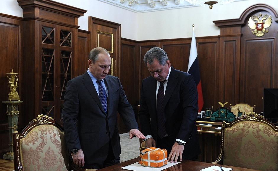 Как сообщается на сайте Кремля, беседа состоялась по инициативе британской стороны. Лидеры России