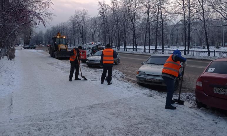 Сегодня, восьмого декабря, на улицах Челябинска работают 158 единиц техники. Ей помогают 277 доро