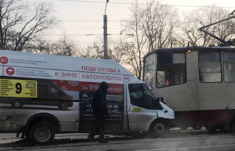 Как сообщили агентству «Урал-пресс-информ» в ГИБДД Челябинска, в результате аварии различные трав