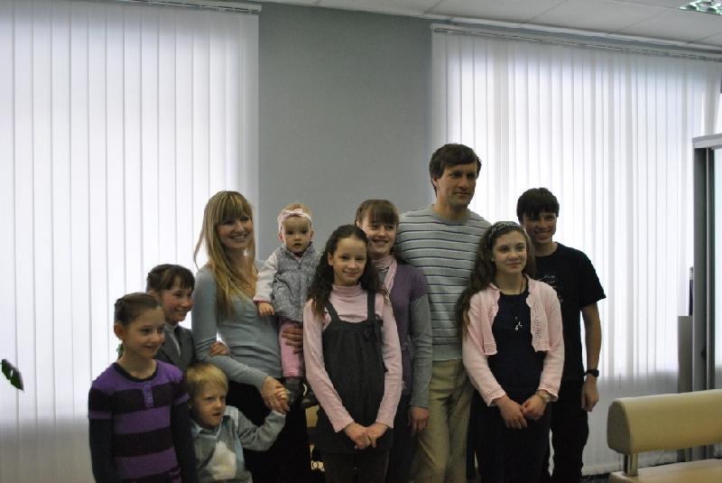 Семья Рахманиных стало обладателем нового автомобиля благодаря президенту Дмитрию Медведеву. Мари