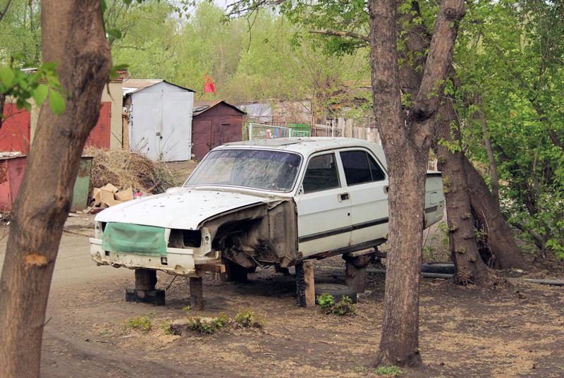 Горожане неоднократно жаловались на случаи, когда брошенные авто мешают проезду, или, к при