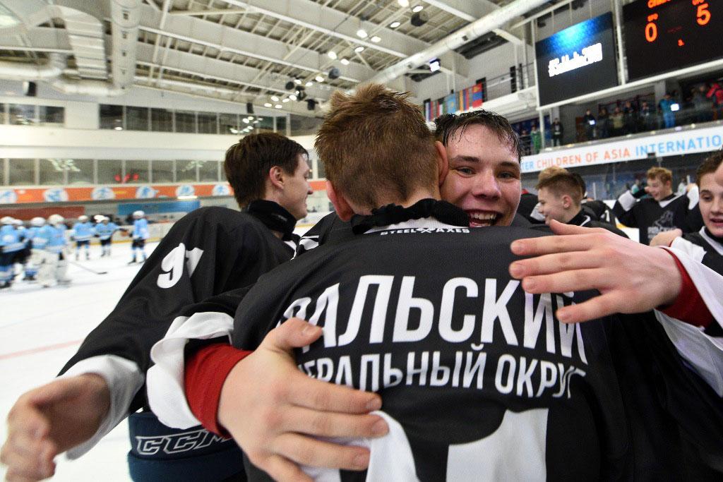 Южноуральские мальчишки и девчонки успешно выступили в составе сборной Уральского Федерального ок