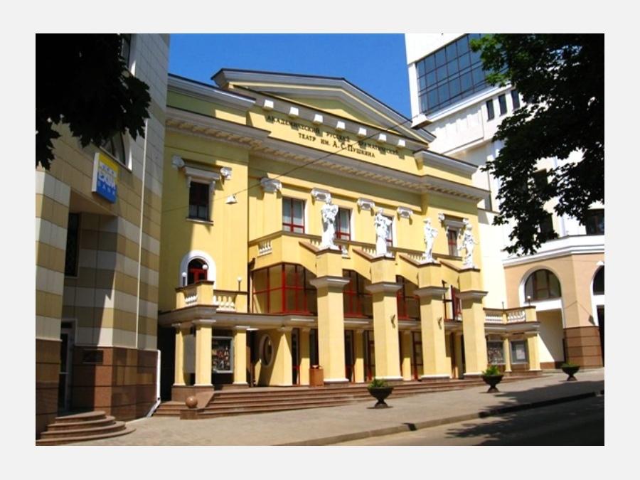 На самом деле, «Театральному городу» в Магнитогорске без малого семь лет. Он рассчитан на театрал
