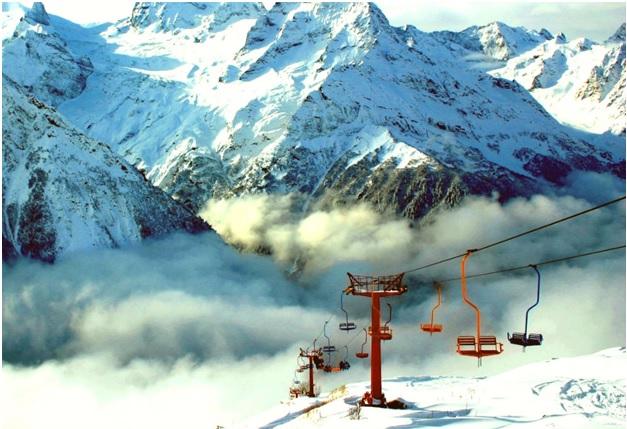 Домбай – один из самых популярных горнолыжных курортов Кавказа. Но провести отпуск на его вершина