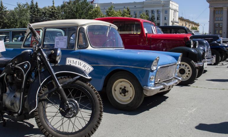 В Челябинске впервые прошёл фестиваль ретро-автомобилей