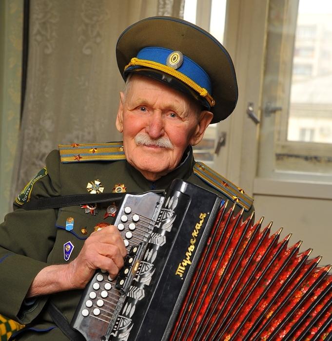 Ветерана Великой Отечественной войны, потомственного казака, старейшину Оренбургского войскового