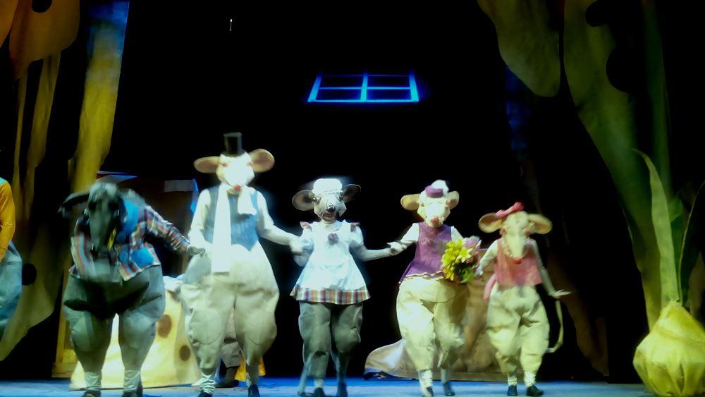 Напомним, предпремьерный показ спектакля с успехом прошел в театре 8 июля. Постановка глав