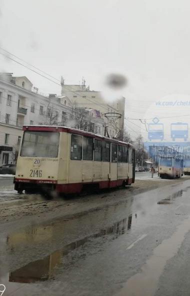 Челябинцы пишут о поломке нового трамвая. По информации, появившейся в социальных сетях, вагон 71