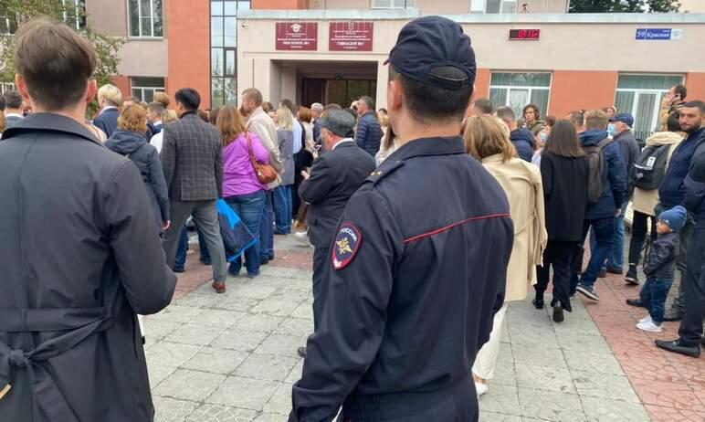 Челябинские полицейские обеспечивают охрану общественного порядка и безопасность граждан на празд