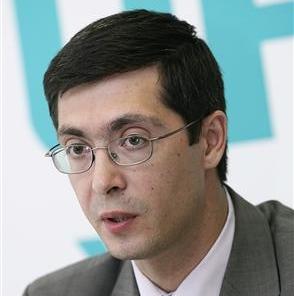 Роман Панов родился 29 августа 1971 года в Магнитогорске (Челябинская область). В 1993 году он за