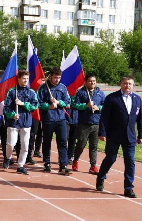 Жители Металлургического района Челябинска отметили День физкультурника эстафетой, которая прошла