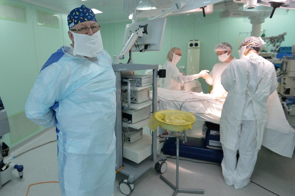 Хирурги Челябинской областной детской клинической больницы провели сложнейшую операцию, спасая жи