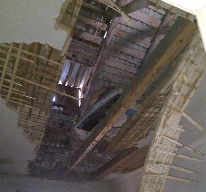 В Челябинской области дом со стенами из битого стекла в поселке Роза, где в апреле этого года обр