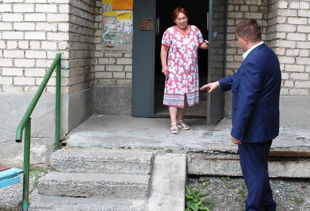 С рабочим визитом в поселке Роза побывал коммунальный омбудсмен Анатолий Вершинин, сообщается в г
