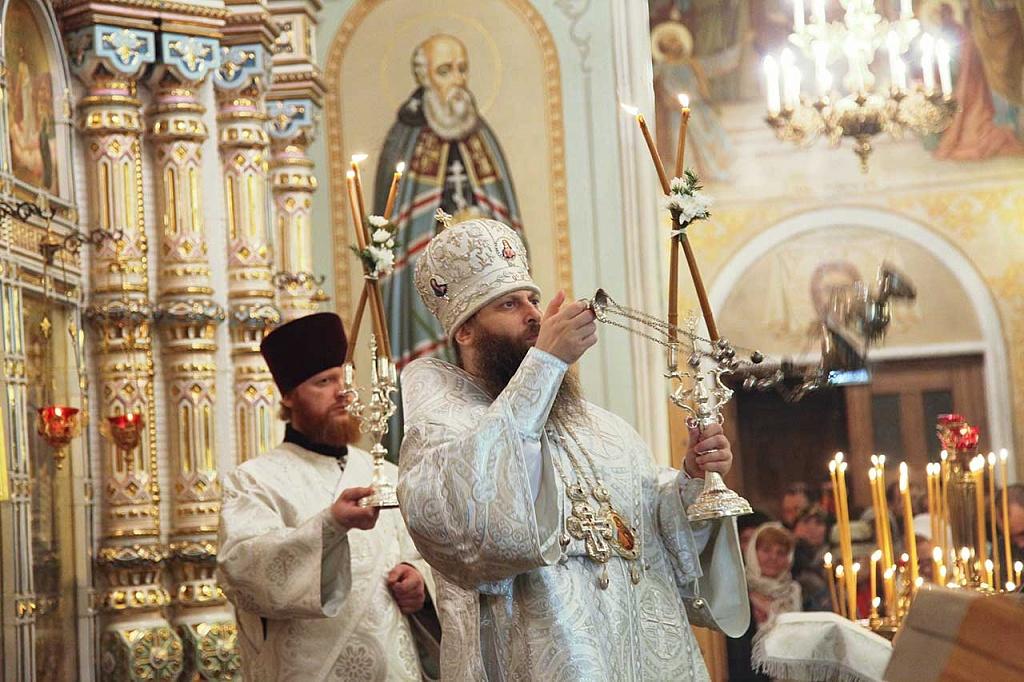 Как сообщили агентству в Челябинской епархии, во дворе главного храма был установлен Рождественс