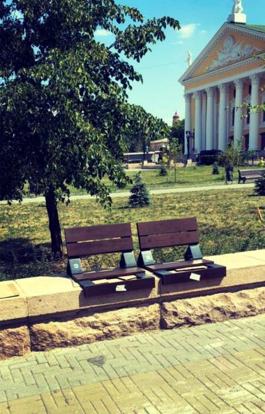 В Челябинске продолжается преображение Кировки. В настоящее время здесь ведется установка новых м