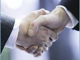 Под соглашением подписались секретарь регионального отделения «Единой России» Владимир Мякуш, пер
