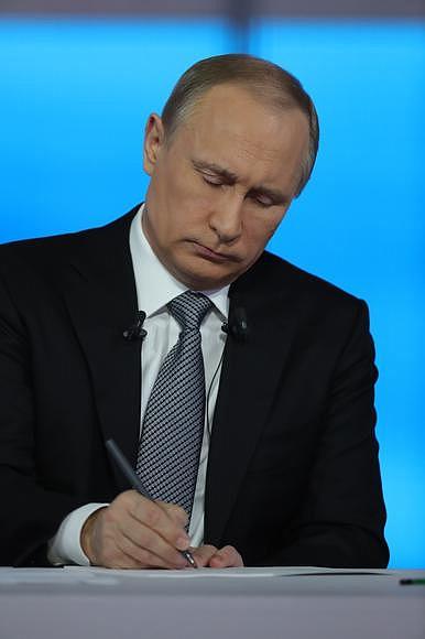 Напомним, 5 апреля президент России Владимир Путин упразднил ФСКН и ФМС, передав их функции минис