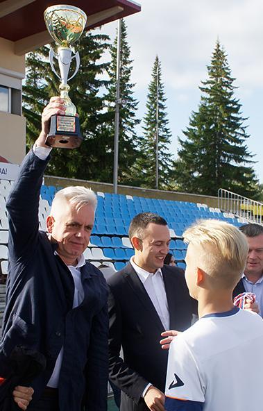 В Магнитогорске завершился XIII турнир по футболу среди дворовых команд.  В Магнит
