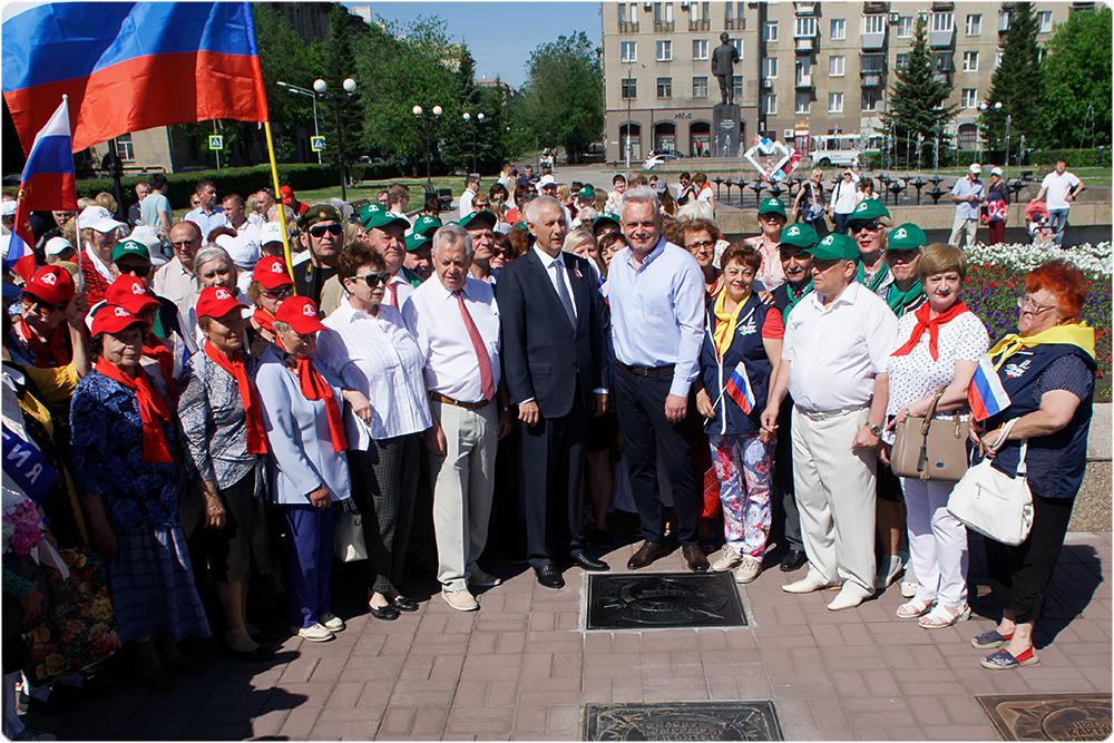 В Магнитогорске на Аллее звезд торжественно открыли еще одну звезду – в честь 90-летия города.