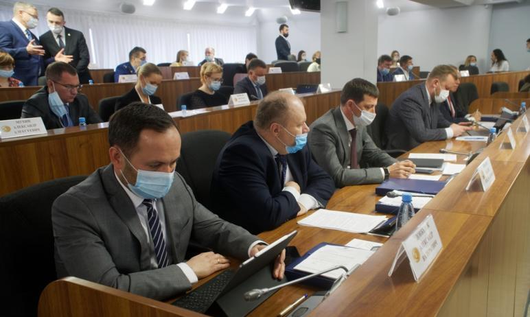 Сегодня, 27 апреля, депутаты Магнитогорска (Челябинская область) приняли отчет главы города. Магн
