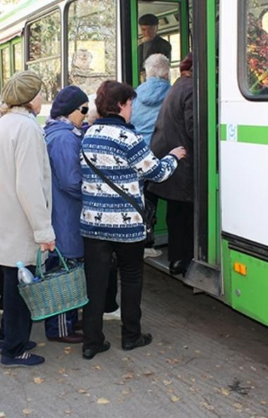 Пенсионеры Челябинской области смогут ездить в автобусах садовых маршрутов только в медицинских м