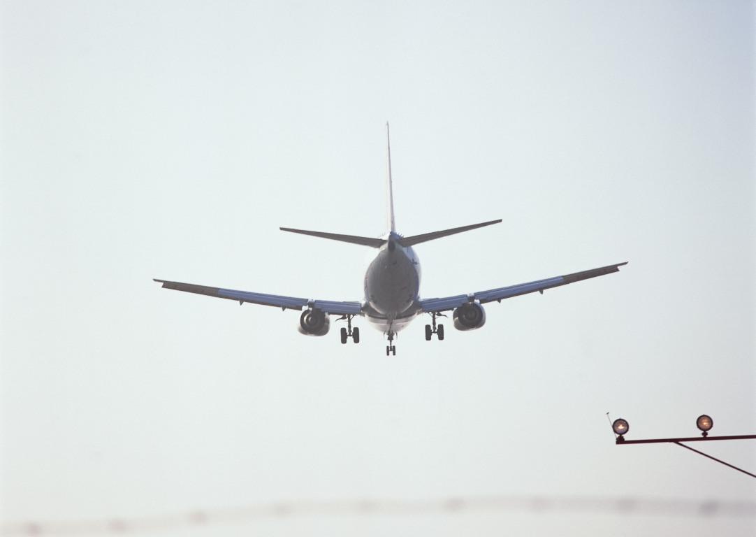 Вылетевший по расписанию в 7 часов из Челябинска до Домодедово самолет компании S-7 по метеоуслов