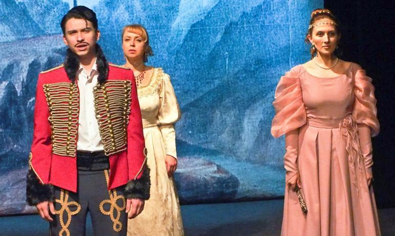 Златоустовскому драматическому театру «Омнибус» в конце прошлого года исполнилось сто
