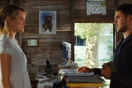 Герой фильма, бравый морпех Логан Тибо (его играет актер Зак Эфрон) пережил несколько боевых выез