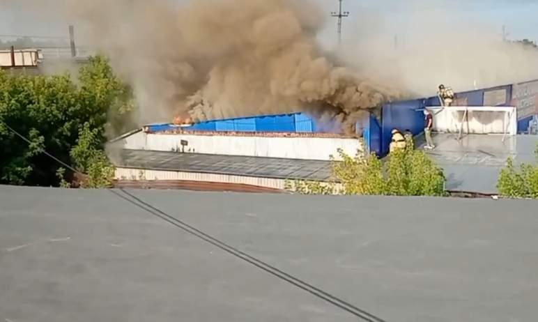 Сегодня, 4 апреля, в Магнитогорске на рынке «Зеленый» потушили крупный пожар. Возгорание возникло